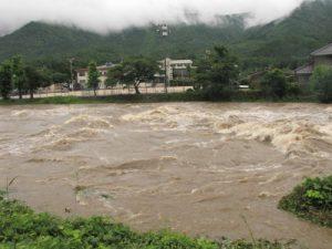 荒れる河川